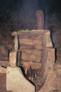 Kamenná pec u srubu