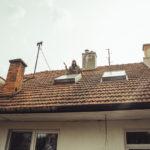 Oprava střechy u dědy